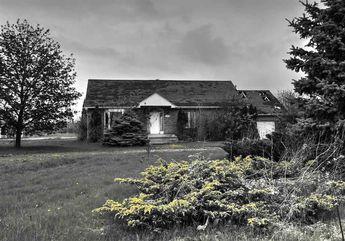 Adandoned home © 2015 nicole leduc