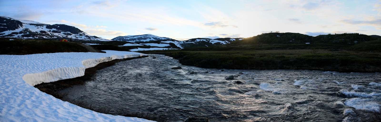 Helsport Fjellheimen X-Trem 2 Camp at the river bank. Hivjuåne, Skarvheimen, Norway © 2014 Knut Dalen